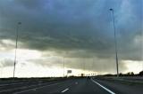 運転中にゲリラ豪雨に遭遇 対処方法をポイントに分けて紹介