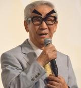 手動で眉の動くメガネを持参した小松政夫 (C)ORICON NewS inc.