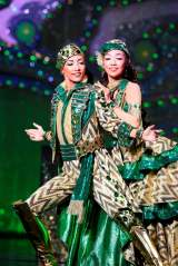 WOWOW『宝塚への招待「La Esmeralda」』早霧せいな、咲妃みゆの副音声解説付で放送決定(C)宝塚歌劇団(C)宝塚クリエイティブアーツ