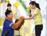 片岡安祐美(右)、元DeNA投手の小林公太さん(左)からプロポーズ受け快諾