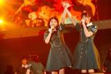 欅坂46全国ツアー『真っ白なものは汚したくなる』ファイナル公演より(左から今泉佑唯、小林由依)