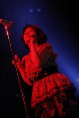 圧巻の歌唱力とチャーミングなパフォーマンスで魅了したNOKKO Photo by 上飯坂 一