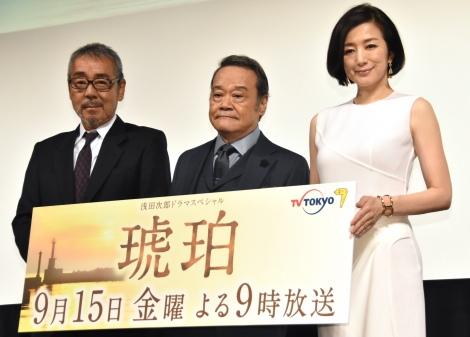 スペシャルドラマ『琥珀』の会見に出席した(左から)寺尾聰、西田敏行、鈴木京香 (C)ORICON NewS inc.