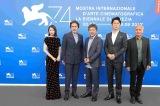 『第74回ベネチア国際映画祭』に参加した福山雅治、役所広司、広瀬すずら