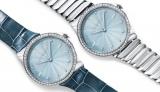 「ティファニーメトロ」(左・税抜88万円、右・税抜93万5000円)。写真はアイスブルーの文字盤に、ダイヤモンドつきケースの2種。