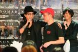 明希(左)=原宿でアルバム発売イベントを開催したシド Photo by:飯岡拓也