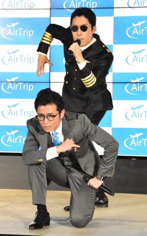総合旅行プラットフォーム『AirTrip』イメージキャラクター就任発表会に出席したオリエンタルラジオの、中田敦彦(上)、藤森慎吾 (C)ORICON NewS inc.