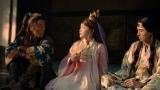 モテ自慢を披露する織姫(川栄李奈・中央)=au「三太郎シリーズ」新CM『必ずの織姫』篇