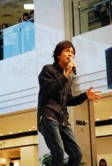 両A面シングル「Stay forever〜あなたを守りたい/ダンディーひつじ執事」発売記念イベントを開催した藤澤ノリマサ
