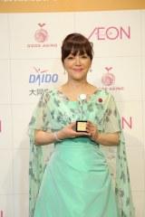 『2017年 第15回グッドエイジャー賞』授賞式に出席した岩崎宏美