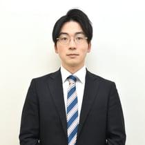 """異色の""""スーツラッパー""""が太田プロ入りした真意 悪口ヒゲメガネからの脱却"""