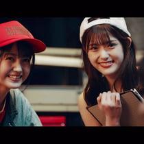 乃木坂46、新曲MVでカーレーサーに センター遠藤さくらはマスタングに乗車