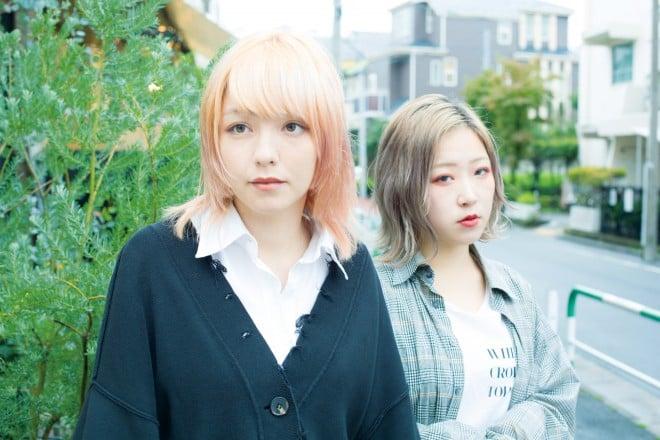 yonige(左から牛丸ありさ、ごっきん)