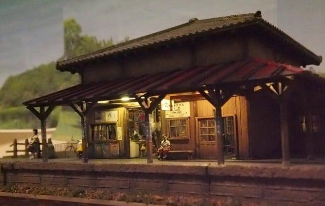 「昭和の駅舎と汽車を待つ人々」 制作・画像提供/鉄道模型に重量感を求めて氏