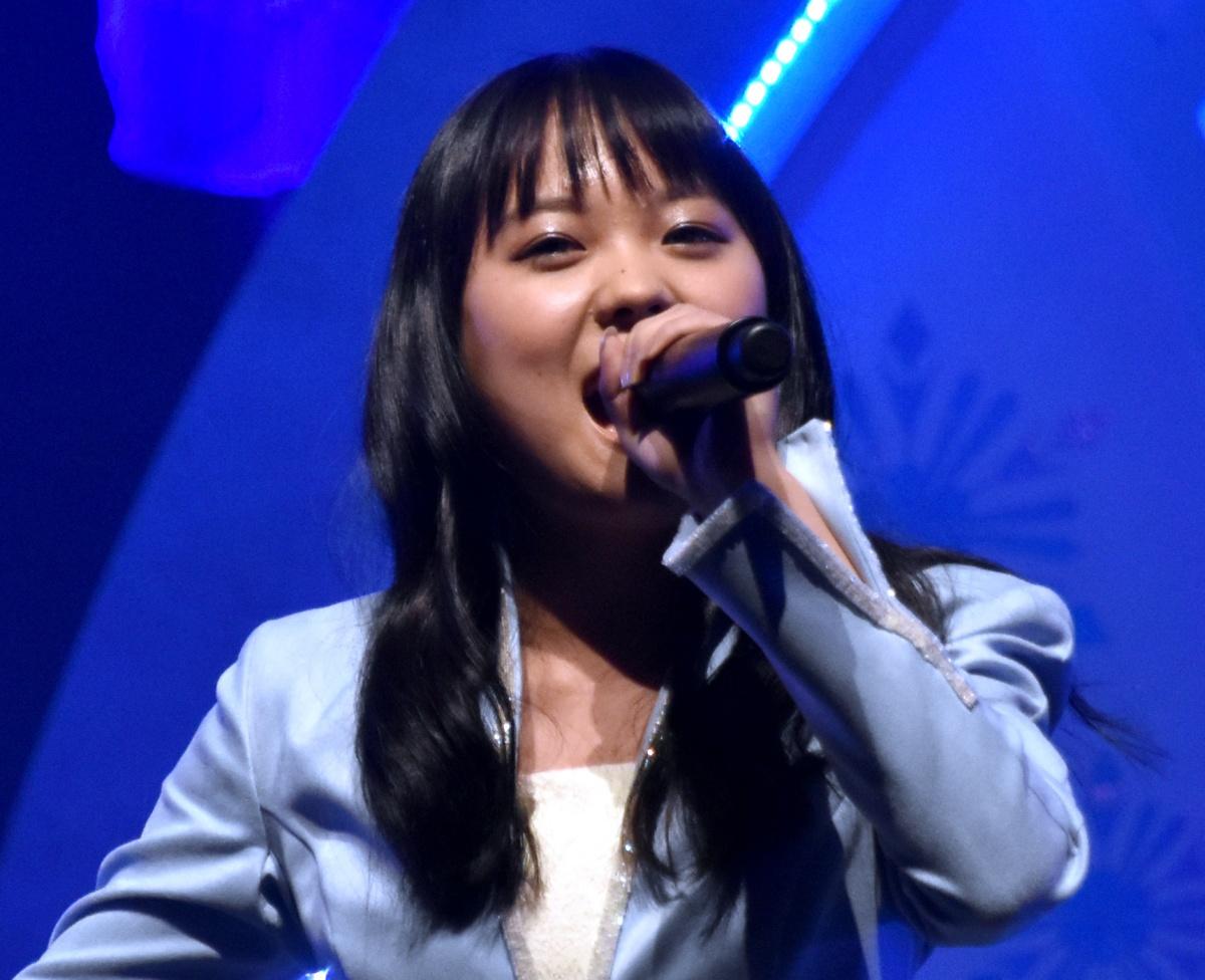 2 歌 主題 雪 歌手 アナ