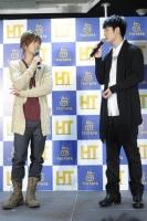 DVD発売記念イベントに登場した佐藤健&三浦春馬
