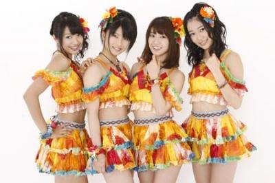 AKB48の派生ユニット・Not yet 左から北原里英、横山由依、大島優子、指原莉乃