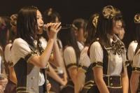 SKE48の松井珠理奈(左)
