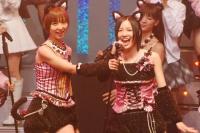SKE48の松井珠理奈(右)