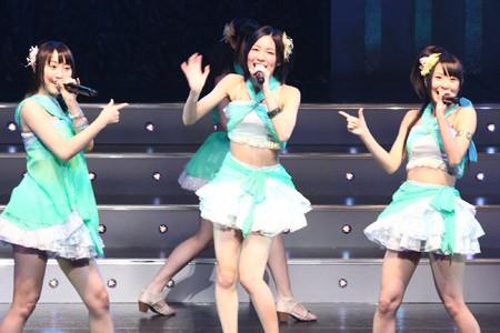 SKE48の松井珠理奈(中央)