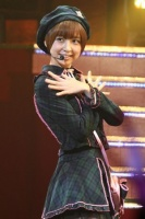AKB48の篠田麻里子<br> 『第1回 AKB48紅白対抗歌合戦』の模様