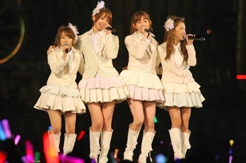 AKB48の篠田麻里子<br> 卒業直前! 福岡ドーム公演の模様