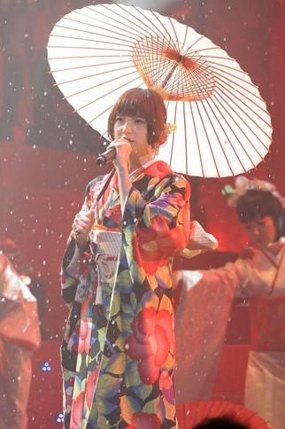 AKB48の篠田麻里子<br> 『第2回 AKB48紅白対抗歌合戦』の模様
