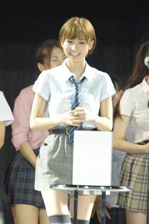 AKB48の篠田麻里子<br> 西武ドーム公演の模様
