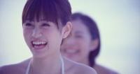 AKB48の26thシングル「真夏のSounds good!」ミュージックビデオ場面カット