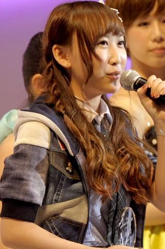 """『第4回AKB48選抜総選挙』<br>55位 仁藤萌乃(AKB・K) 得票数:6025票<br>速報で圏外だったので入ることができないと正直思っていました…。投票してくださった皆さんに""""票の重み""""以上の気持ちを返したいと思います!"""