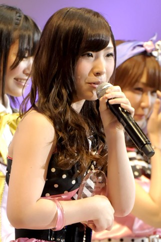 """『第4回AKB48選抜総選挙』<br>33位 岩佐美咲(AKB・A) 得票数:9297票<br>この壇上に上がれる日が来るとは思っていなかったです。私は自信が持てなかったんですけど、皆さんからもらった""""票の重み""""を感じて頑張りたいです。"""