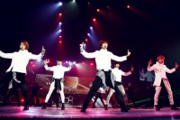 SHINee(左からオンユ、ジョンヒョン、テミン、ミンホ、キー)