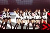 『SMTOWN LIVE WORLD TOUER III in TOKYO』の少女時代(左からヒョヨン、スヨン、ティファニー、ジェシカ、サニー、ユリ、テヨン、ユナ、ソヒョン)