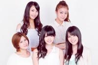 ℃-ute (前列左から岡井千聖、鈴木愛理、矢島舞美、後列左から中島早貴、萩原舞)