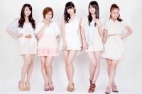 ℃-ute (左から中島早貴、岡井千聖、鈴木愛理、矢島舞美、萩原舞)