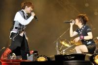 『イナズマロックフェス2012』の模様 (左から)TETSUYA、西川貴教