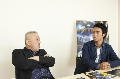 井筒和幸監督&桐谷健太 映画『黄金を抱いて翔べ』インタビュー(写真:逢坂 聡)<br>⇒