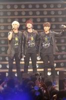 SUPER JUNIOR-K.R.Y.(左からイェソン、キュヒョン、リョウク)