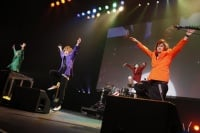 『oricon Sound Blowin'10th Anniversary supported by NTT西日本の模様』<br>ゴールデンボンバー(撮り下ろし写真:内野秀之)