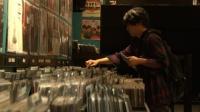 『いきものがかりドキュメント』番組カット<br> 水野良樹 ロンドンレコードショップにて (C)NHK
