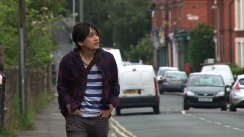 『いきものがかりドキュメント』番組カット<br> リヴァプール・Penny Lane付近を歩く水野良樹 (C)NHK