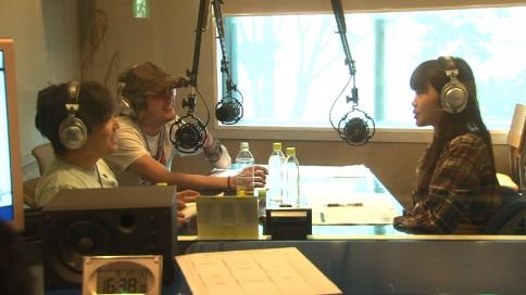 『いきものがかりドキュメント』番組カット<br> 冠ラジオ番組収録風景 (C)NHK