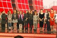 『第63回 NHK紅白歌合戦』リハーサルに参加した<br>紅組出演者