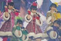 ももいろクローバーZ (上段左から)佐々木彩夏、百田夏菜子、玉井詩織(下段左から)有安杏果、高城れに <br> 『ももいろクリスマス2012〜さいたまスーパーアリーナ大会〜』の模様