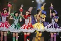 ももいろクローバーZ (左から)佐々木彩夏、有安杏果、百田夏菜子、玉井詩織、高城れに <br> 『ももいろクリスマス2012〜さいたまスーパーアリーナ大会〜』の模様