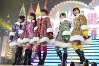 ももいろクローバーZ (左から)高城れに、佐々木彩夏、百田夏菜子、有安杏果、玉井詩織 <br> 『ももいろクリスマス2012〜さいたまスーパーアリーナ大会〜』の模様