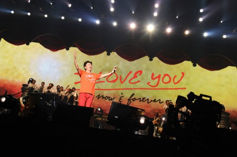『DOCOMO presents 桑田佳祐 LIVE TOUR 2012  I LOVE YOU -now & forever-』<br>最終日の模様