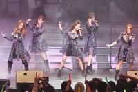 『AKB48 ユニット祭り2013』の模様<br>(左から)板野友美、小嶋陽菜、大島優子、篠田麻里子、高橋みなみ