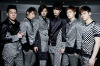 CROSS GENE(左からCASPER、SEYOUNG、SHIN、TAKUYA、YONGSEOK、SANGMIN)