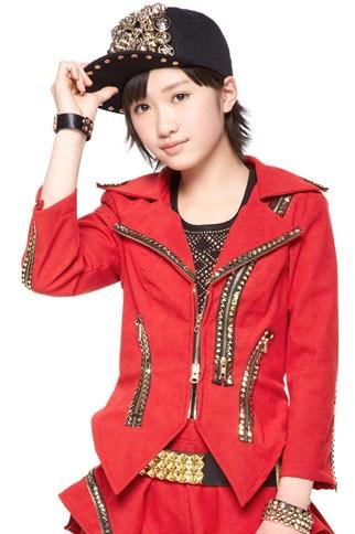 赤いジャケットの工藤遥